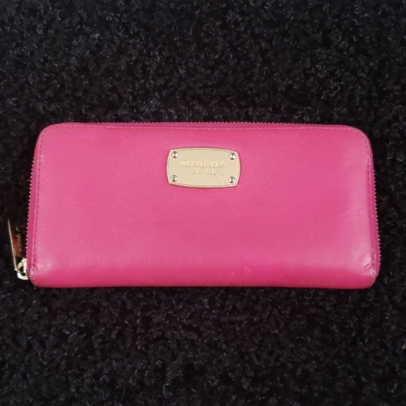 Michael Kors Handbags - Michael Kors Continental Wallet